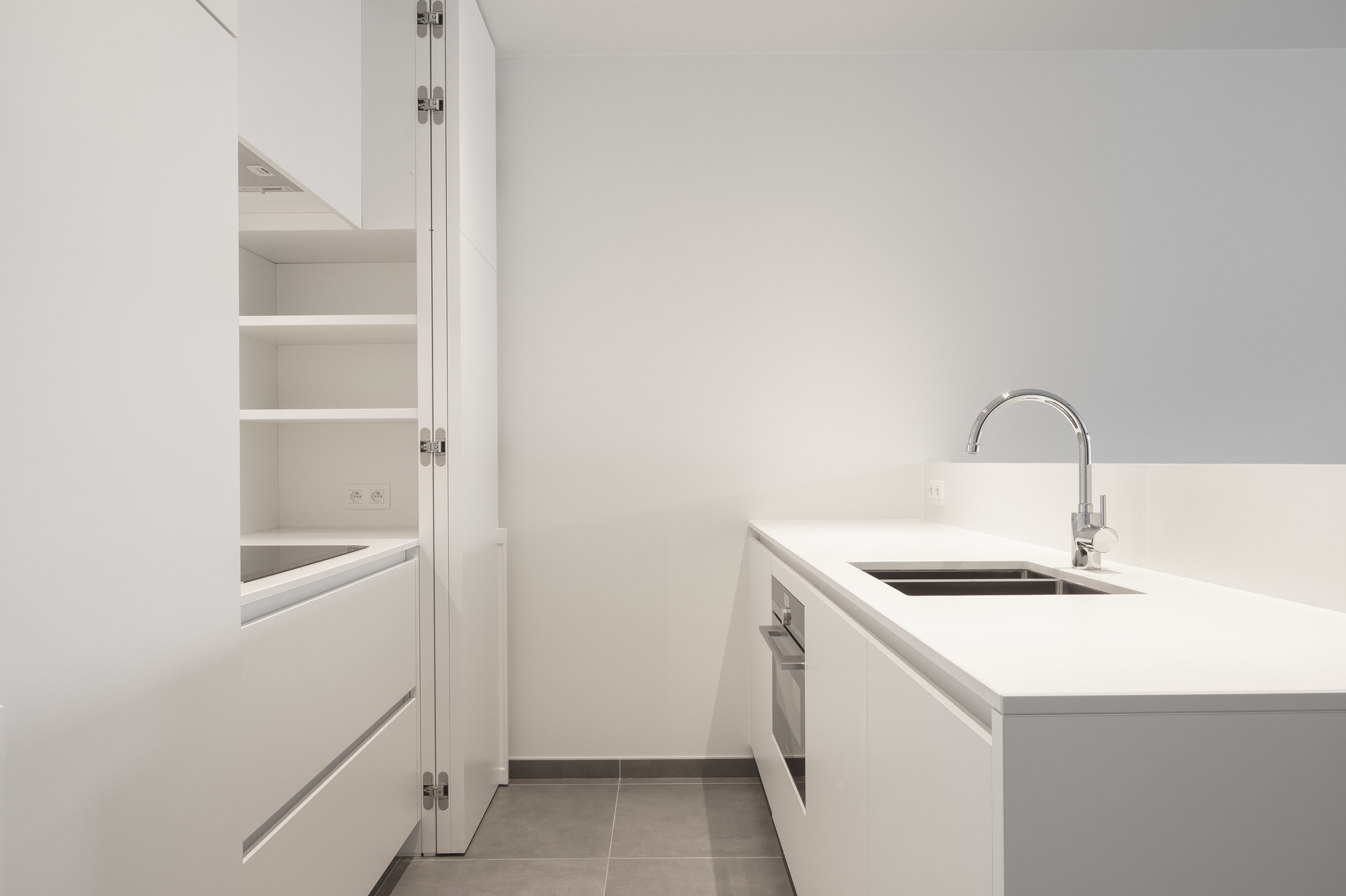 Witte Minimalistische Woonkeuken : Strakke minimalistische keuken onze realisaties trybou keukens